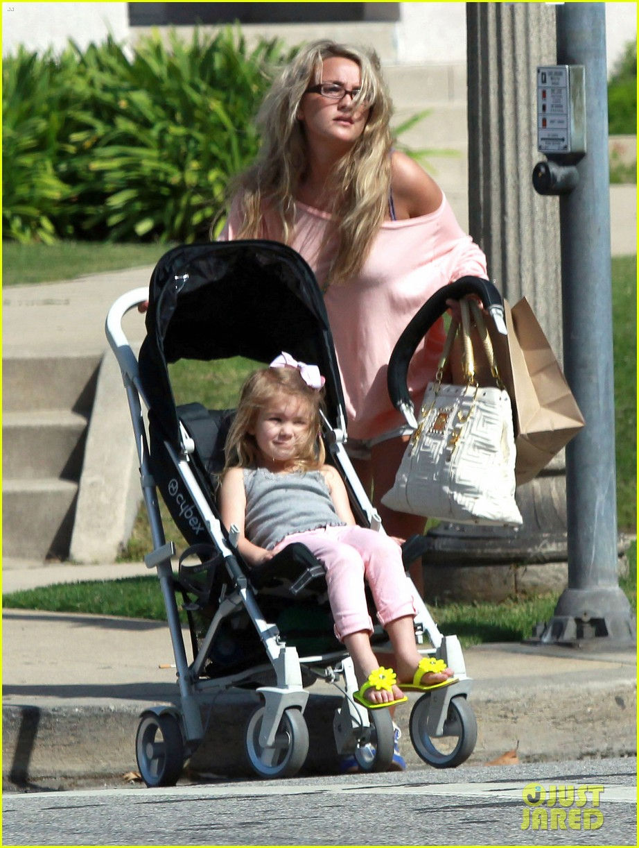 jamie lynn spears sunday family outing 04