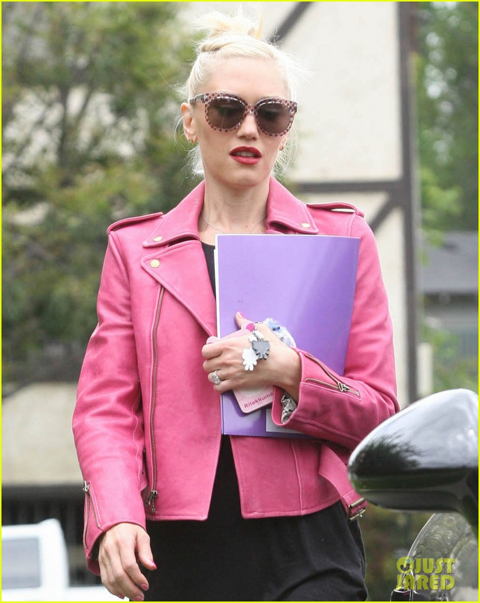 gwen stefani leaving office 04
