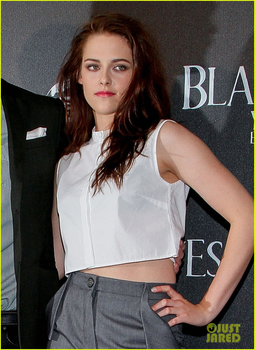 kristen stewart snow white photo call in mexico city 02