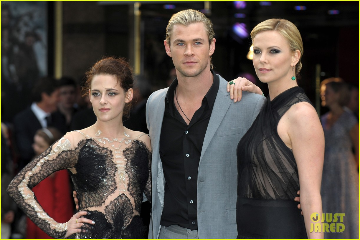 charlize theron kristen stewart snow white world premiere 172661904