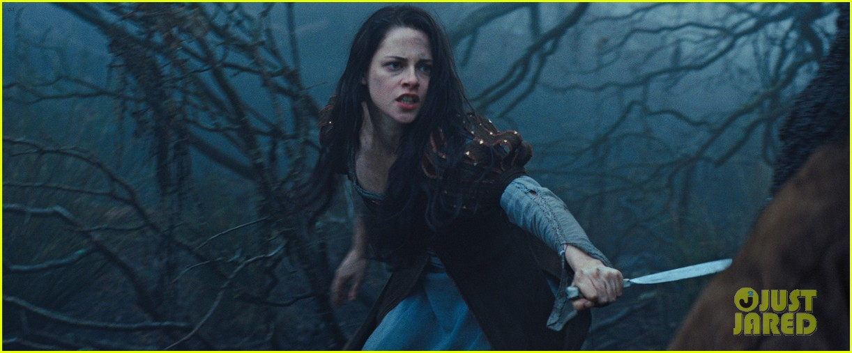 kristen stewart charlize theron new snow white stills 17