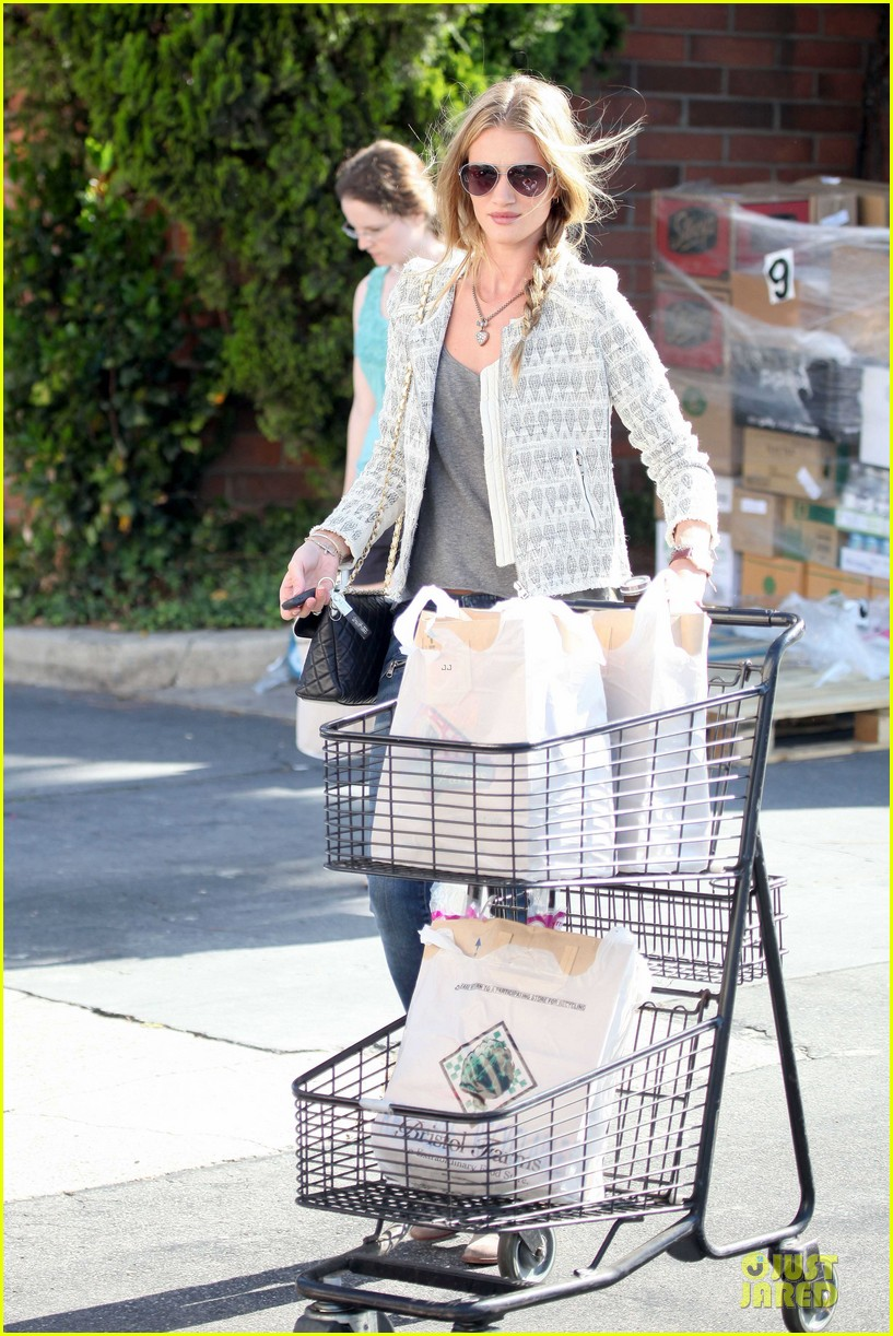 rosie huntington whiteley bristol farms grocery shopping 07