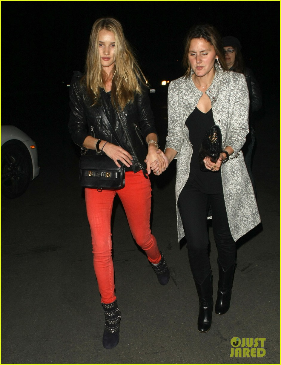 rosie huntington whiteley stacy keibler coldplay concert 04