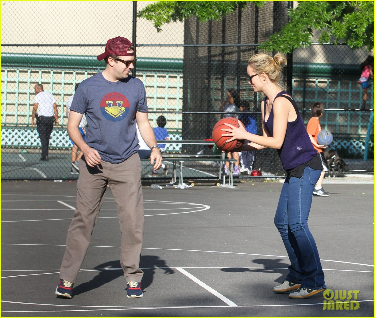 olivia wilde jason sudeikis basketball 04