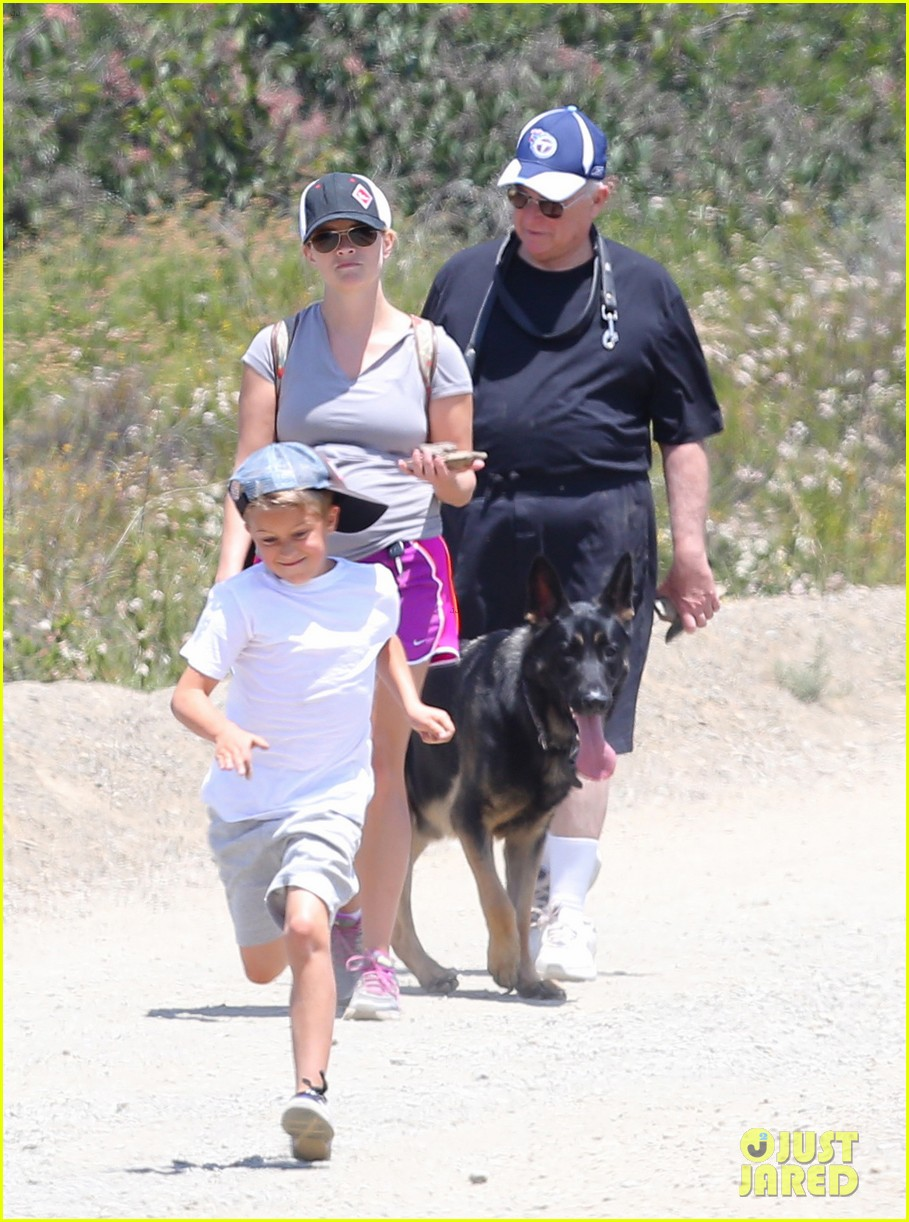 reese witherspoon hiking dad john 13
