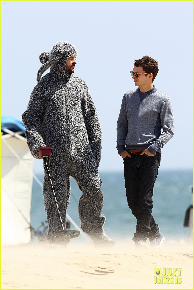 elijah wood wilfred at the beach 09