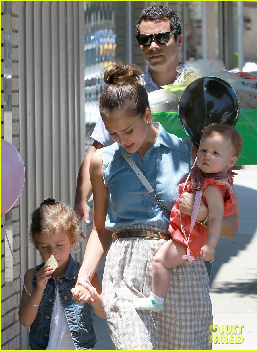 jessica alba saturday family outing 10
