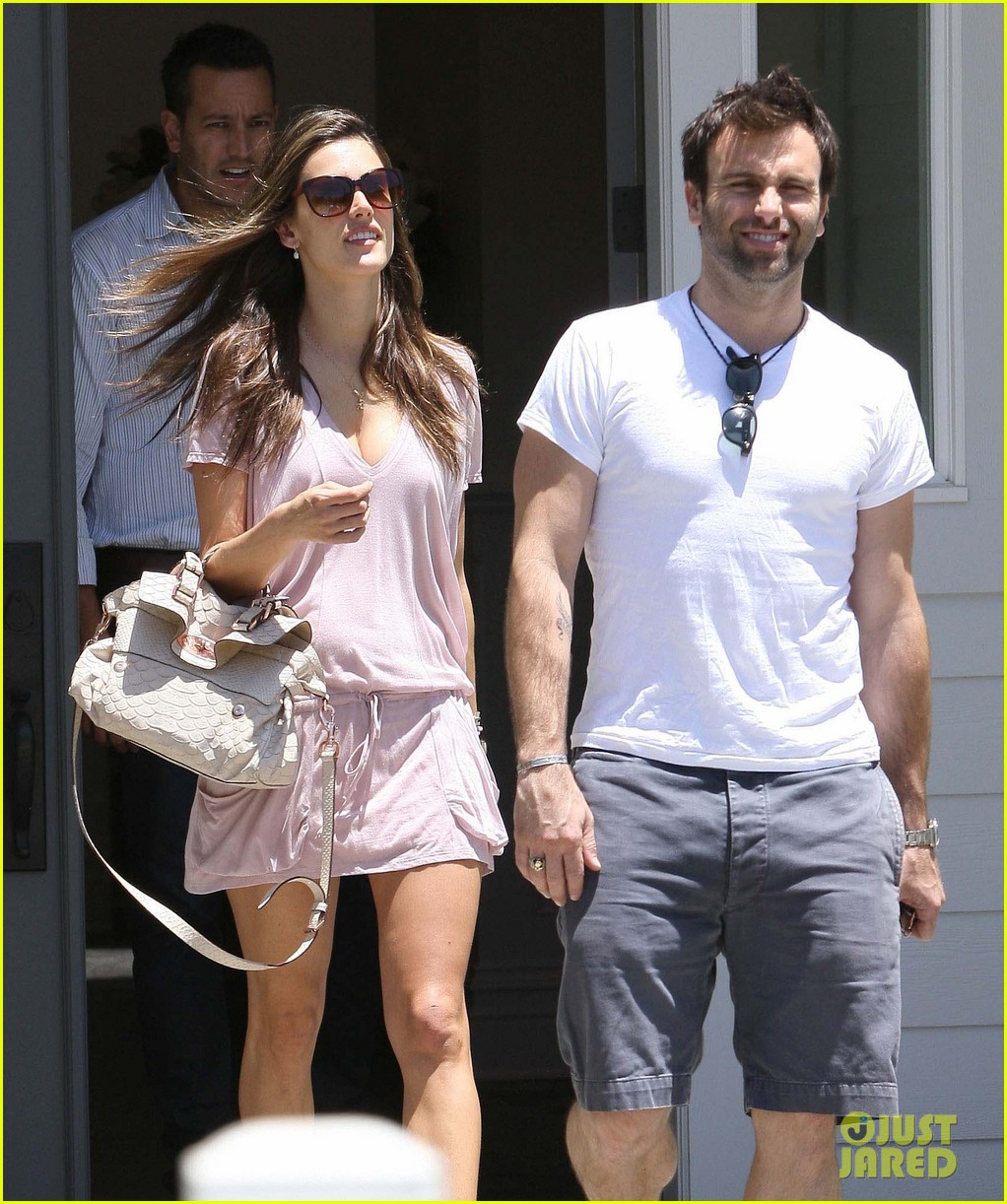 alessandra ambrosio post baby body 07