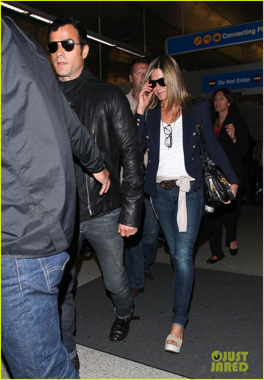 jennifer aniston justin theroux lax airport 05