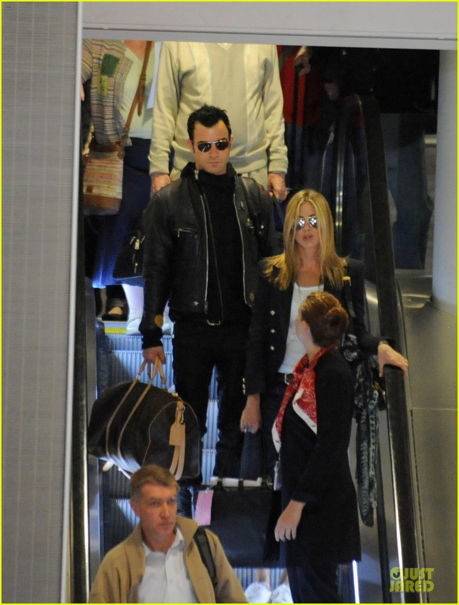 jennifer aniston justin theroux paris arrival 07