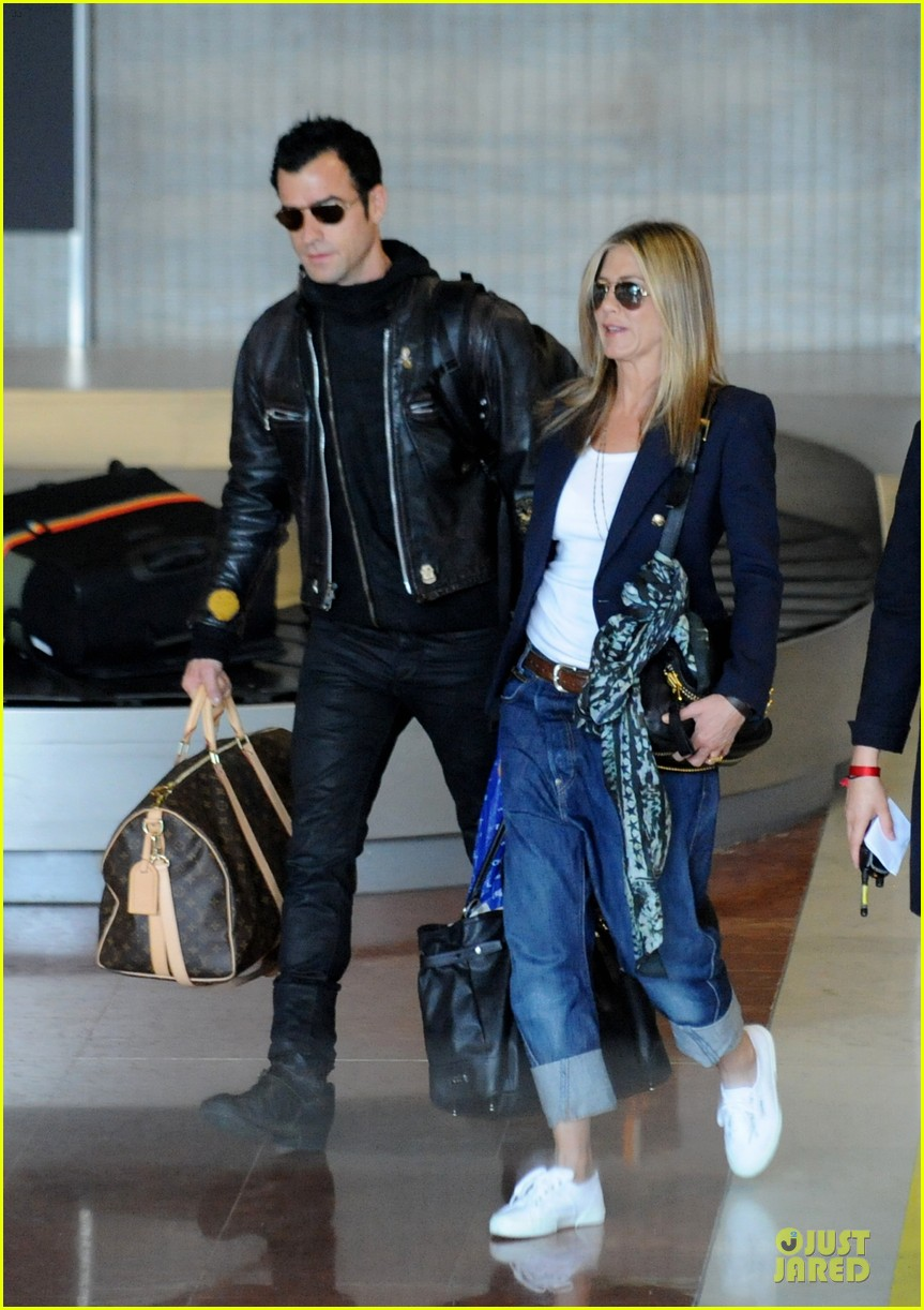 jennifer aniston justin theroux paris arrival 09