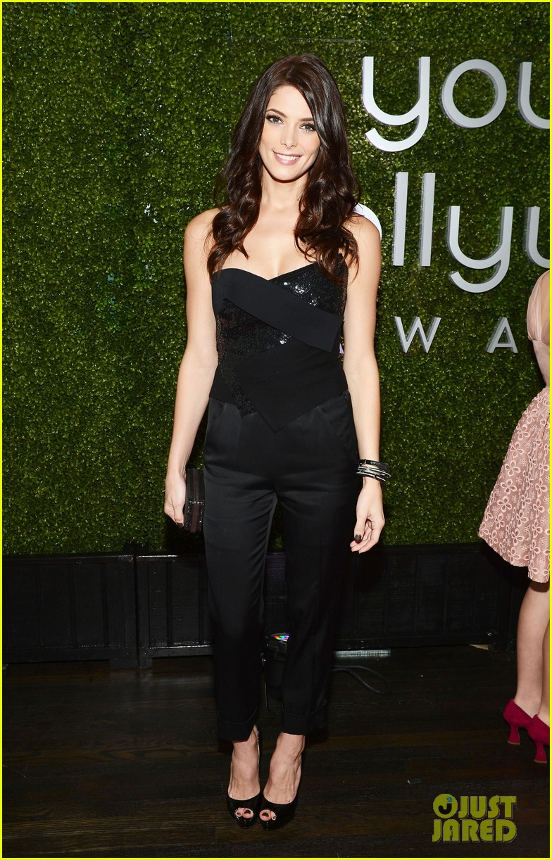 ashley greene young hollywood awards hailee steinfeld 09