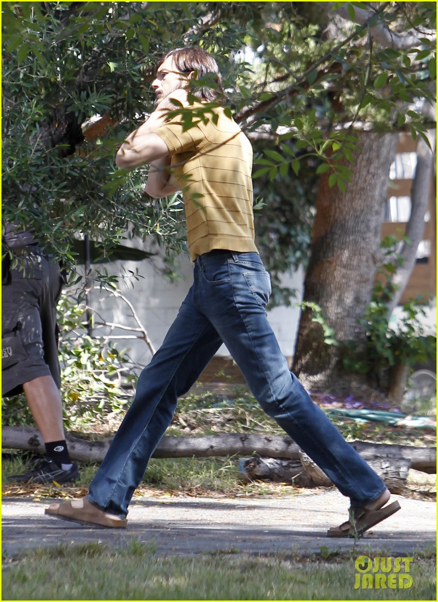 ashton kutcher stripes on jobs set 02