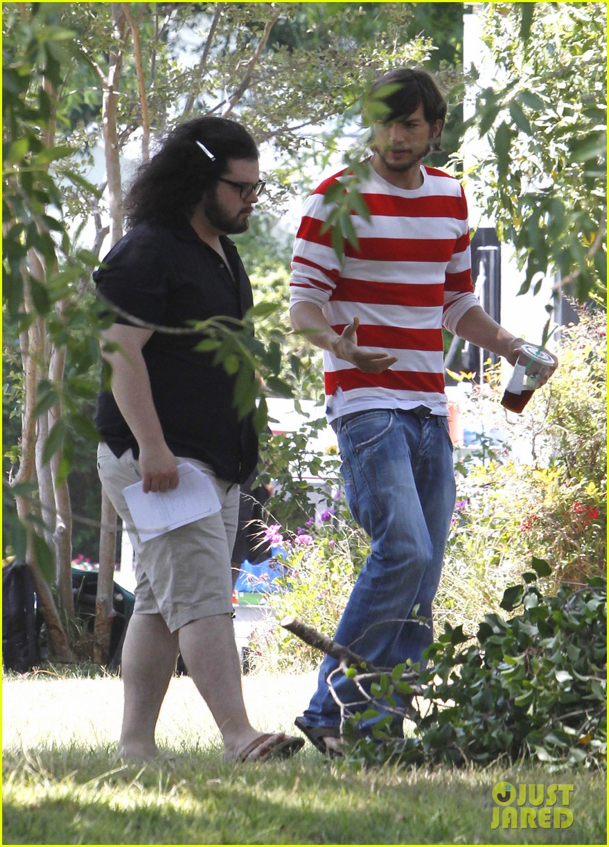 ashton kutcher stripes on jobs set 11