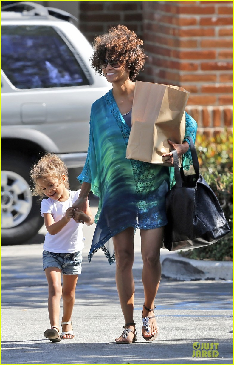 halle berry nahla cvs malibu 05