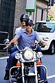 george clooney stacy keibler motorcycle lake como 05