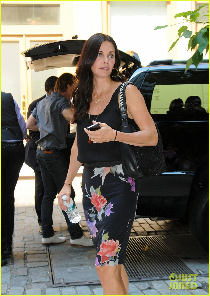 courteney cox tall hot blonde premieres saturday 07