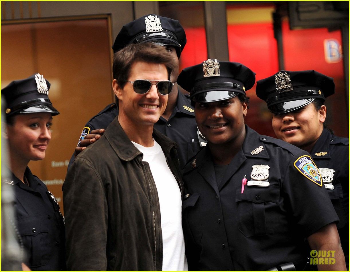tom cruise nypd oblivion 03