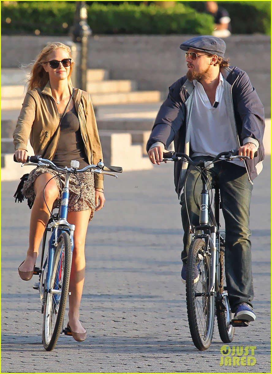 leonardo dicaprio erin heatherton biking twosome 01