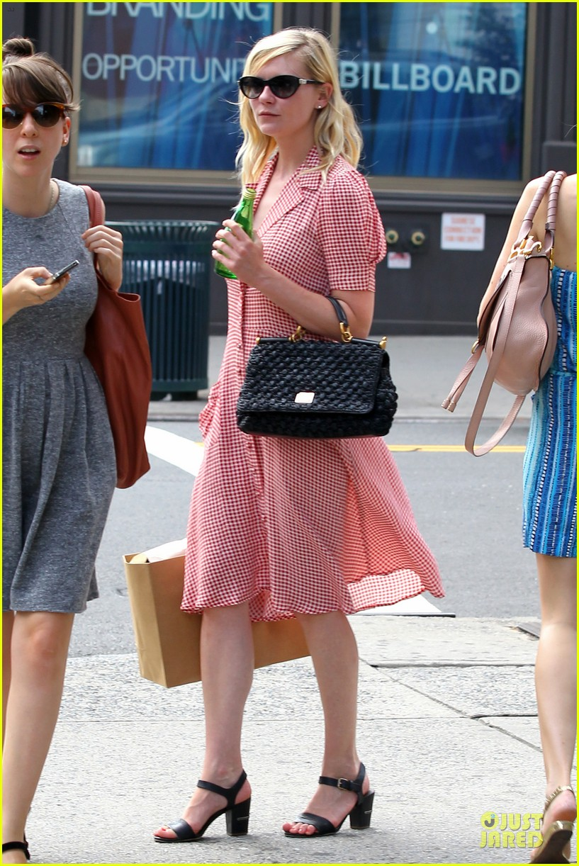kirsten dunst shopping soho 03