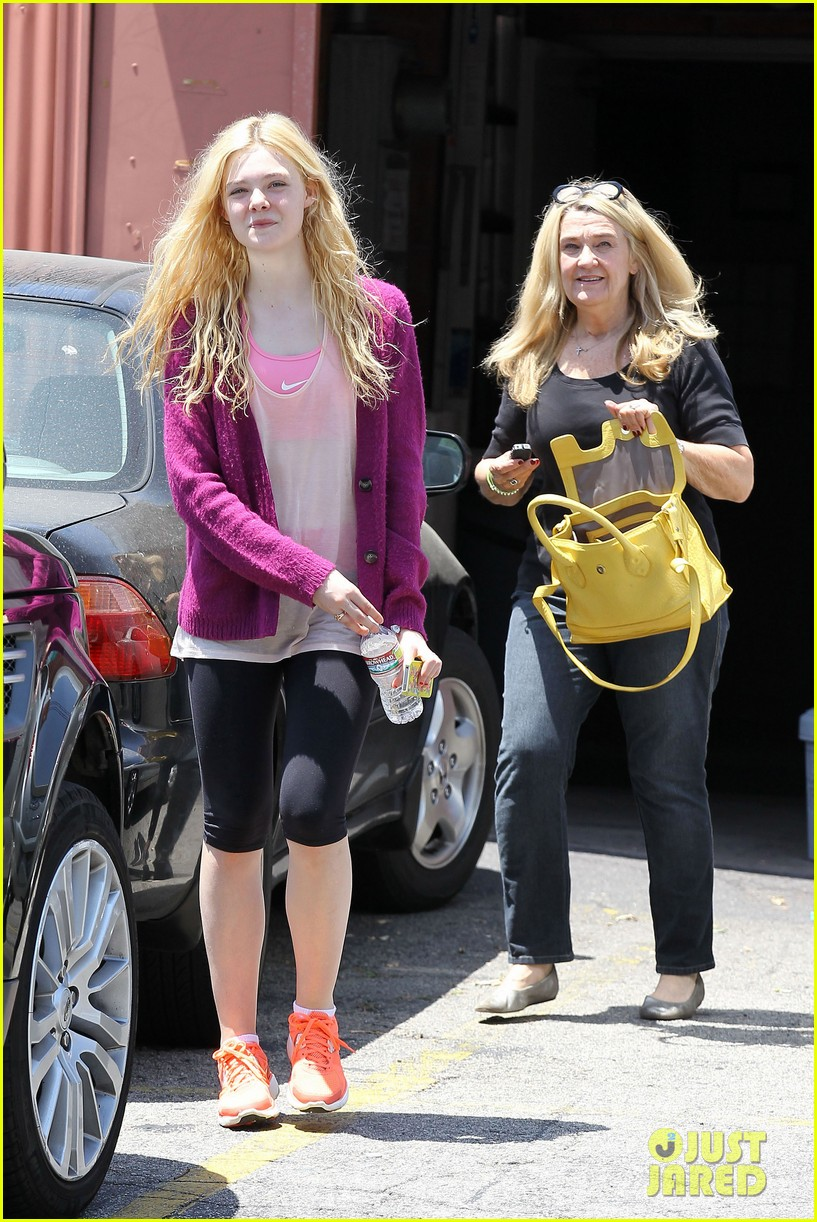 elle dakota fanning casual weekend 05