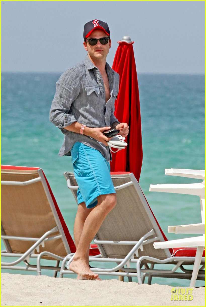 jared followill shirtless miami 09
