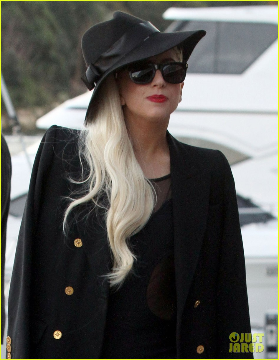 gaga leaving lunch in sydney 10
