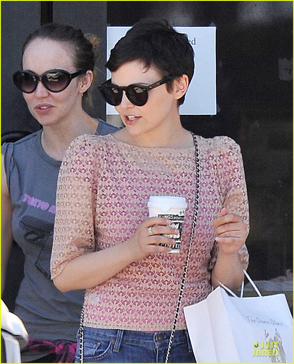 ginnifer goodwin dance store 02