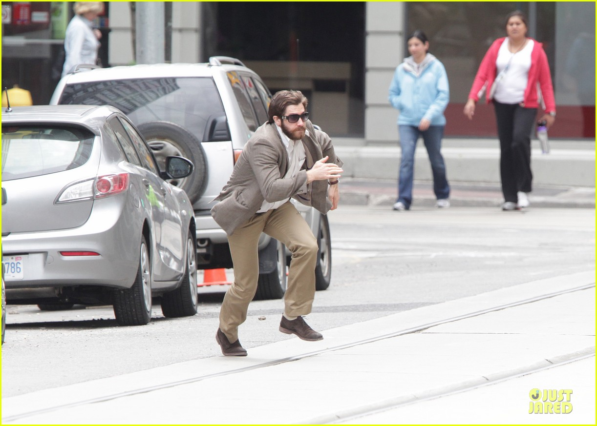 jake gyllenhaal enemy on the run 04