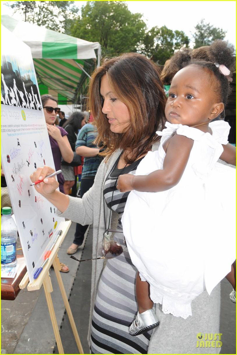 mariska hargitay baby buggy amaya 03