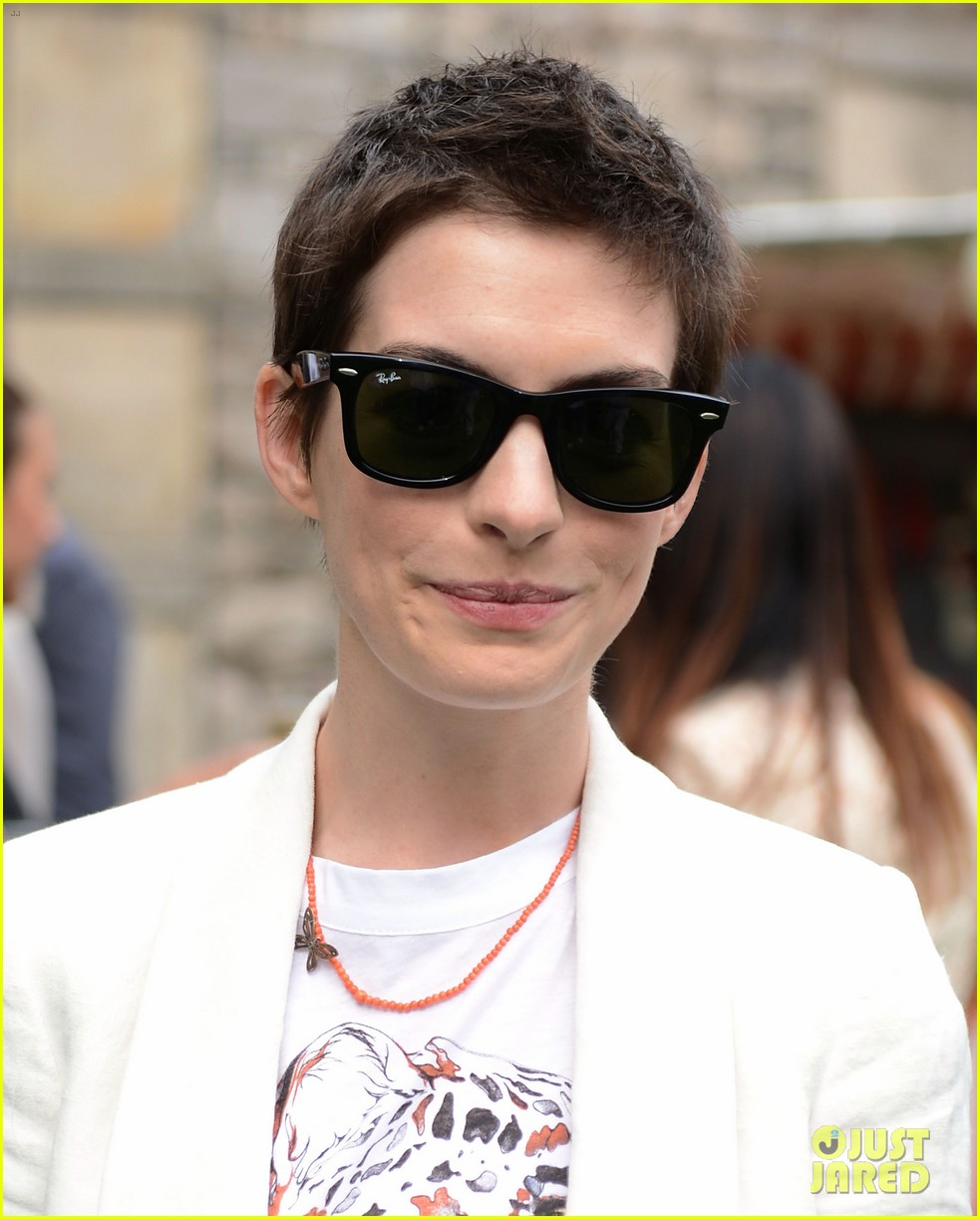 anne hathaway stella mccartney dinner with adam shulman 16