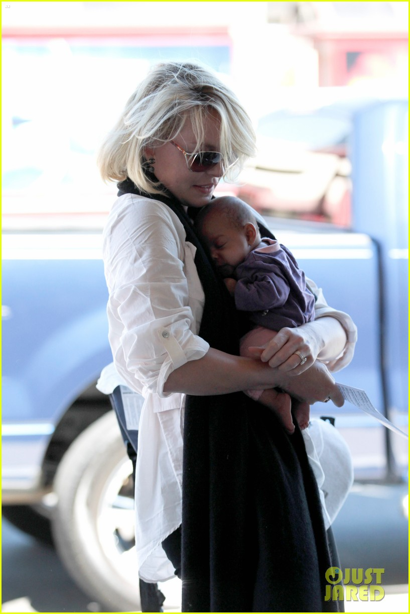 katherine heigl flying with adalaide 13