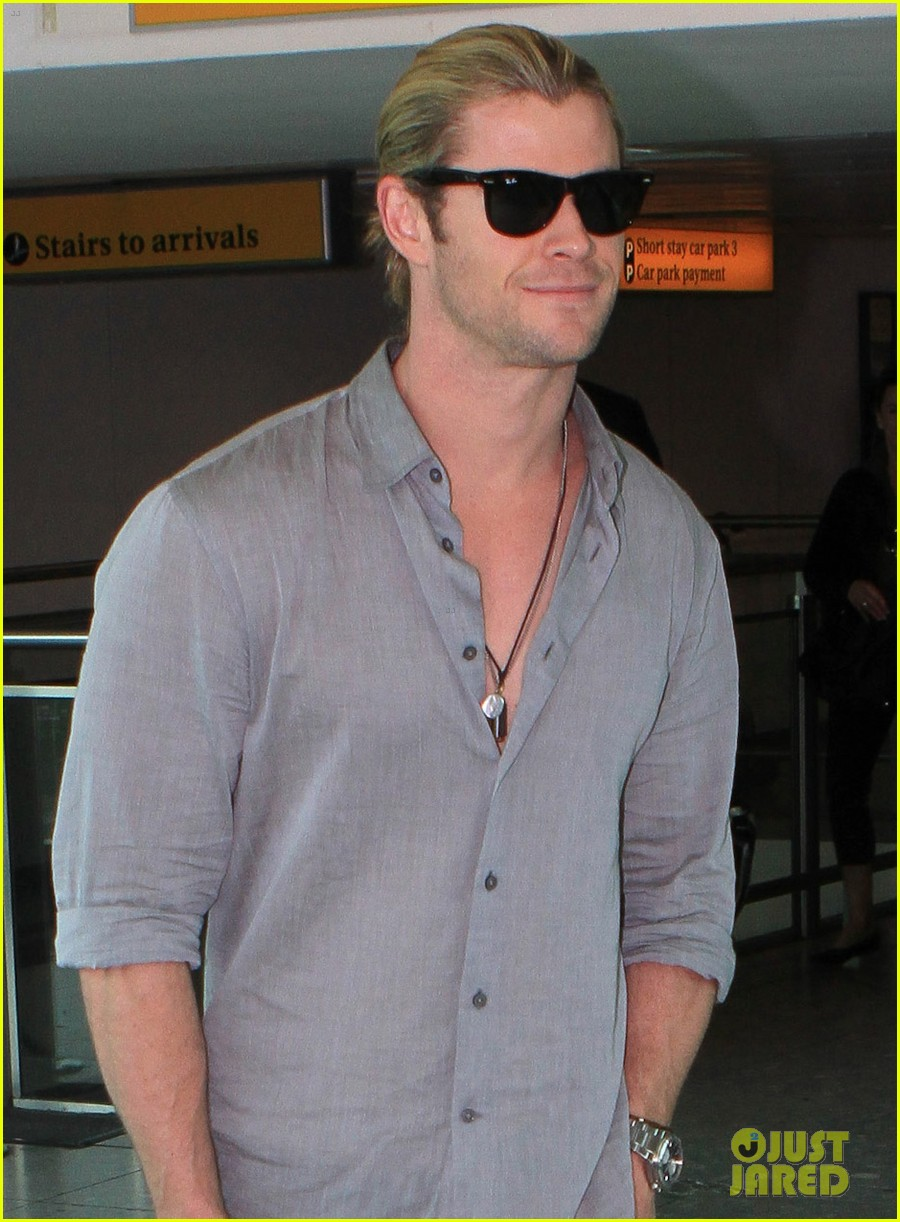 chris hemsworth landing in london 02