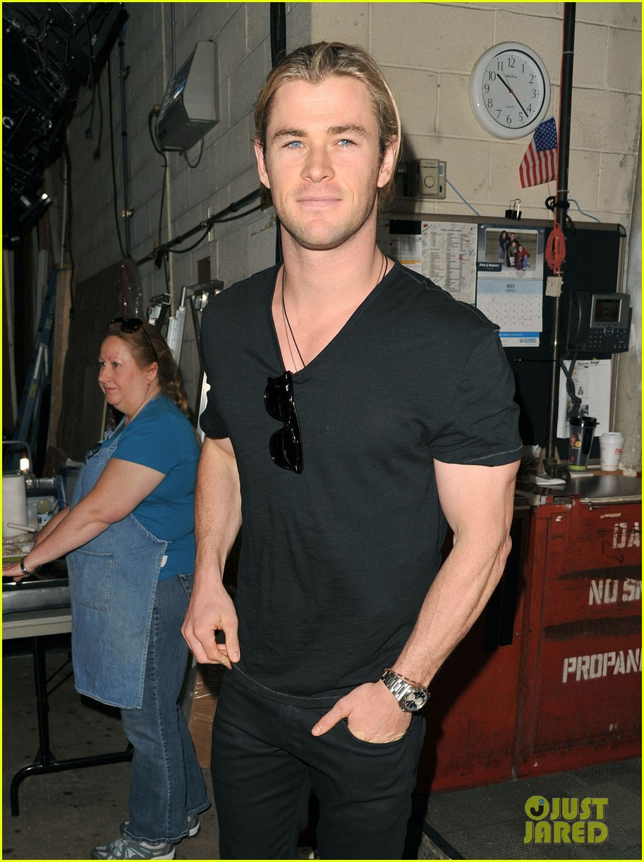chris hemsworth live kelly visit 08
