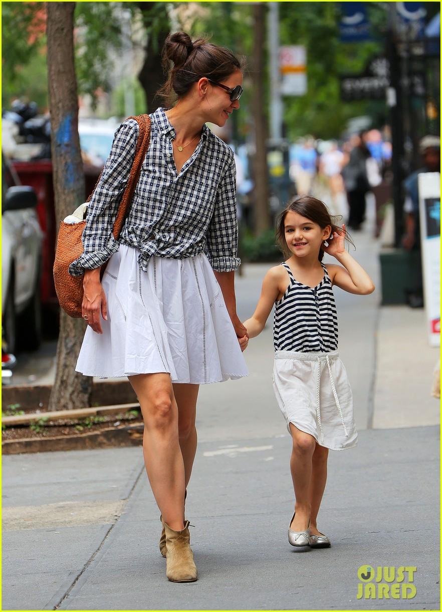 Katie Holmes & Suri: Matching Outfits!: Photo 2678927 ...