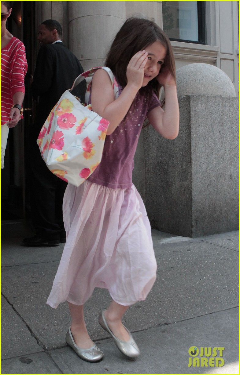 katie holmes suri early morning outing 03