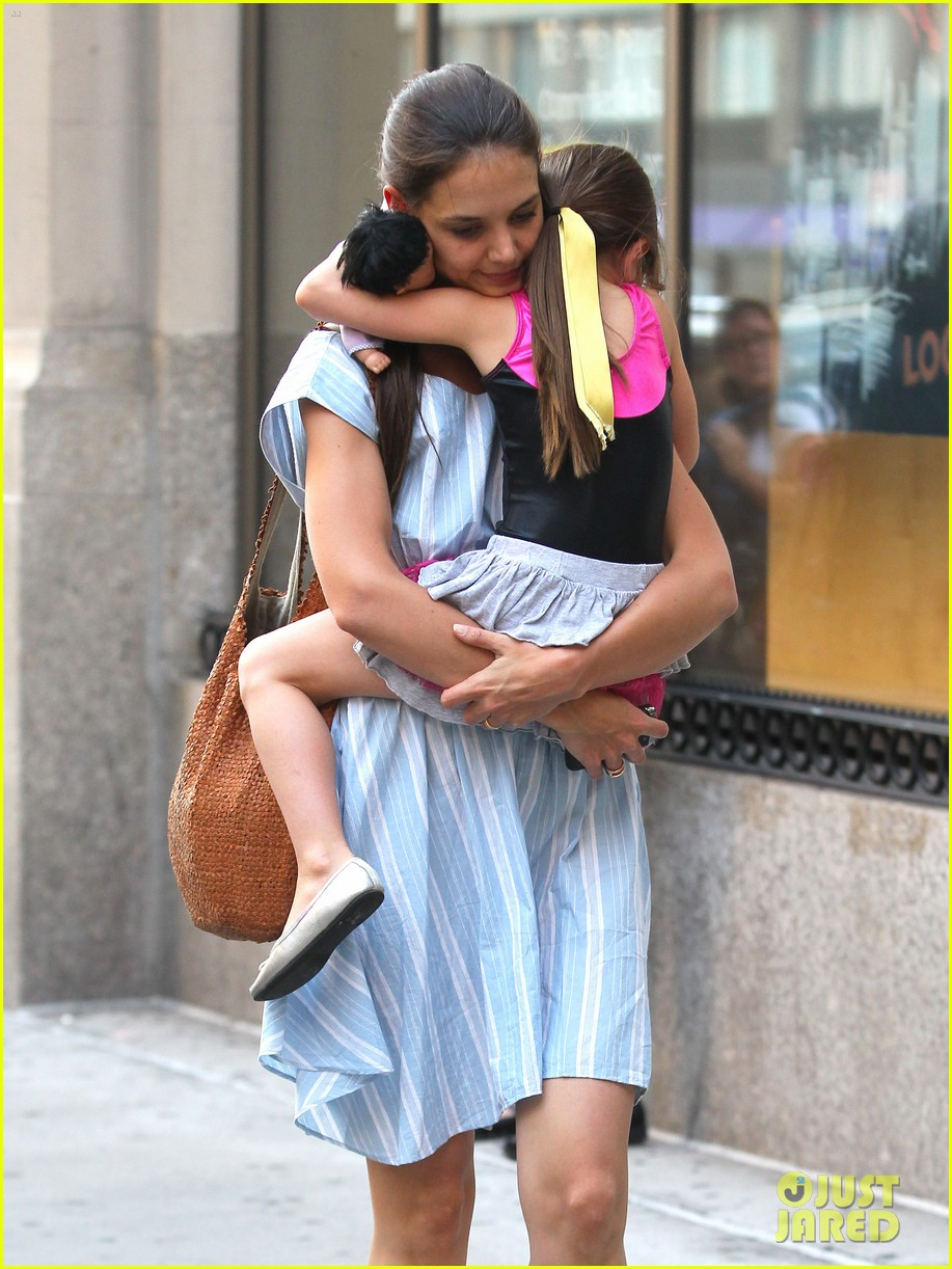 katie holmes suri whole foods shoppers 04