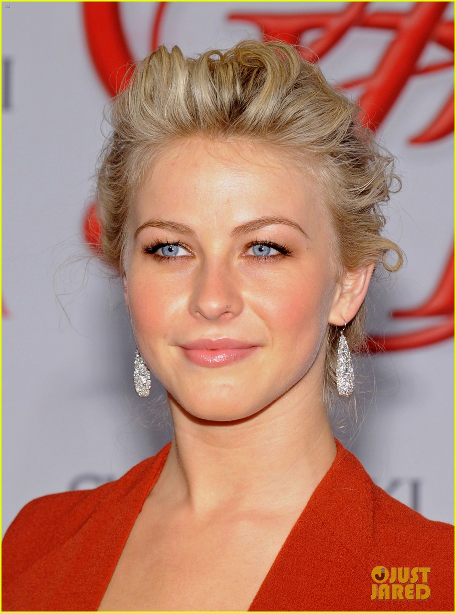 julianne hough busy philipps cfda fashion awards 2012 02