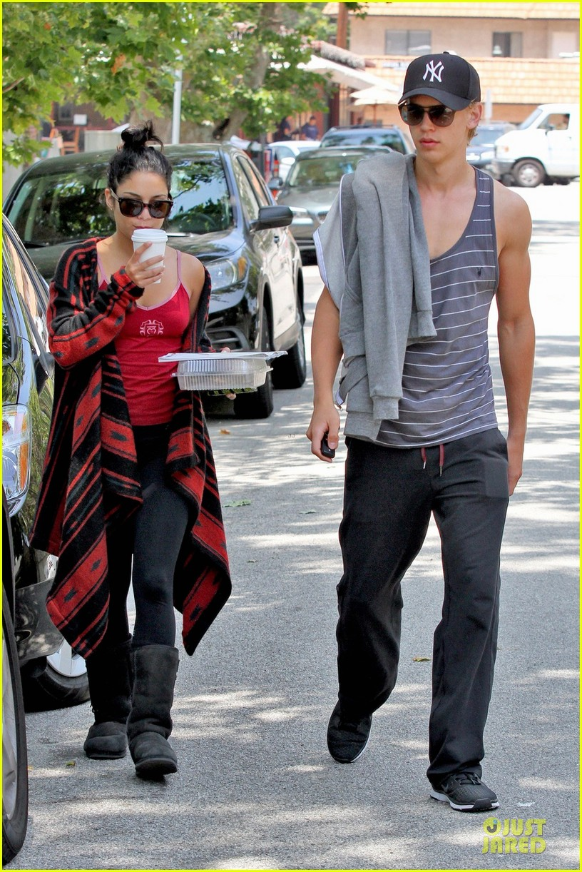 vanessa hudgens austin butler kings road 032675102