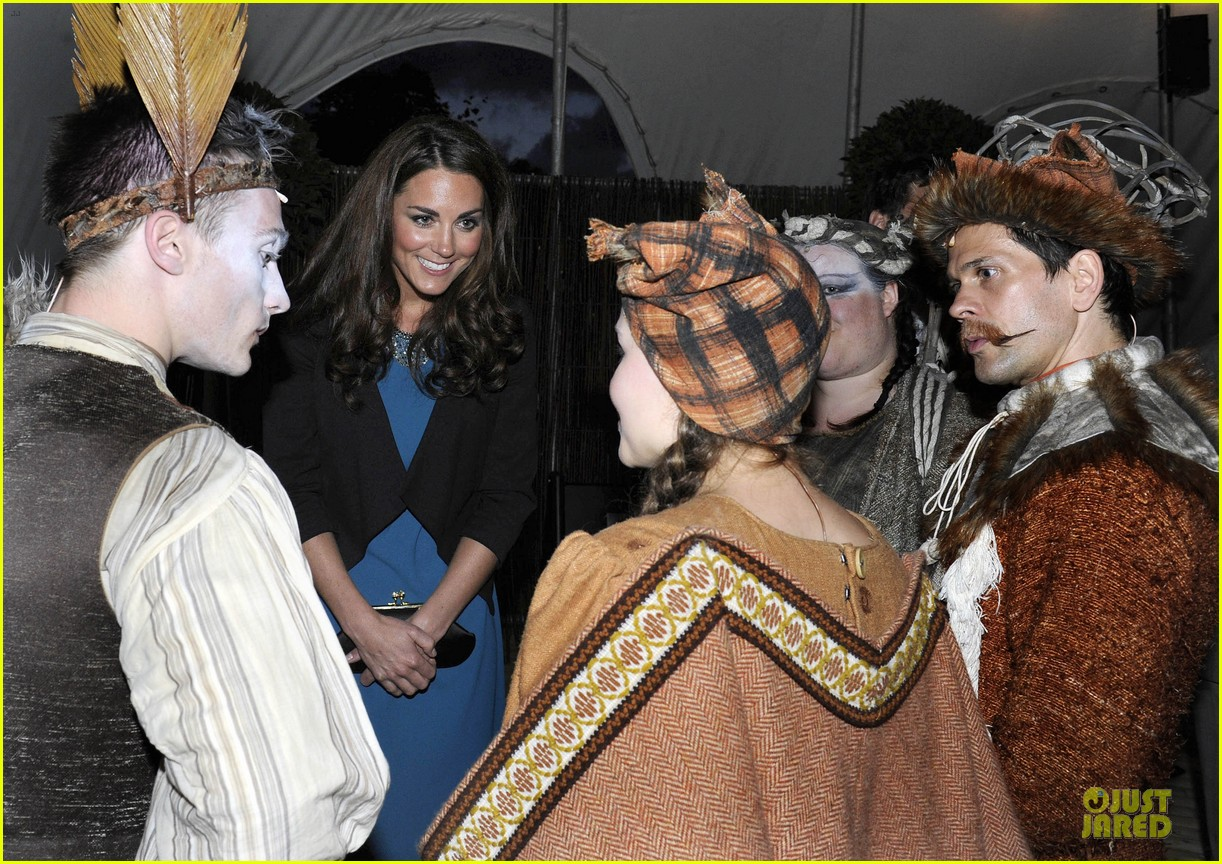 kate middleton lion witch wardrobe 03