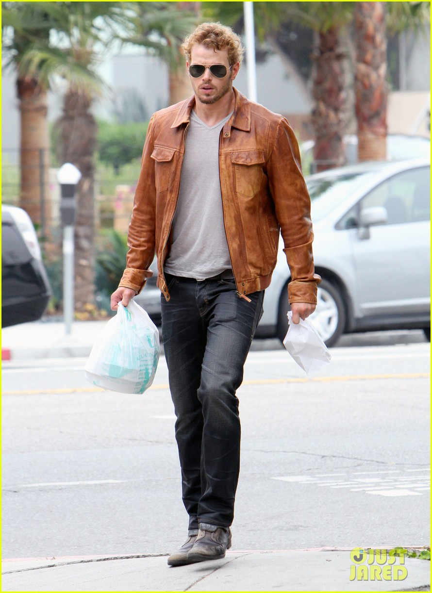 kellan lutz frustrated lunch bags 14