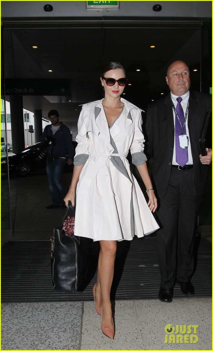 miranda kerr chic sydney airport arrival 05