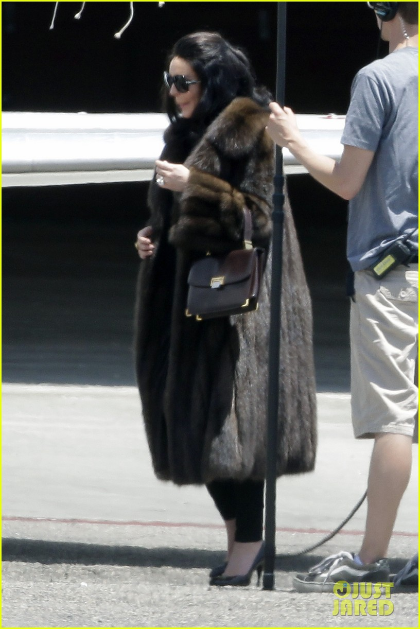 lindsay lohan fur on airplane 032677448