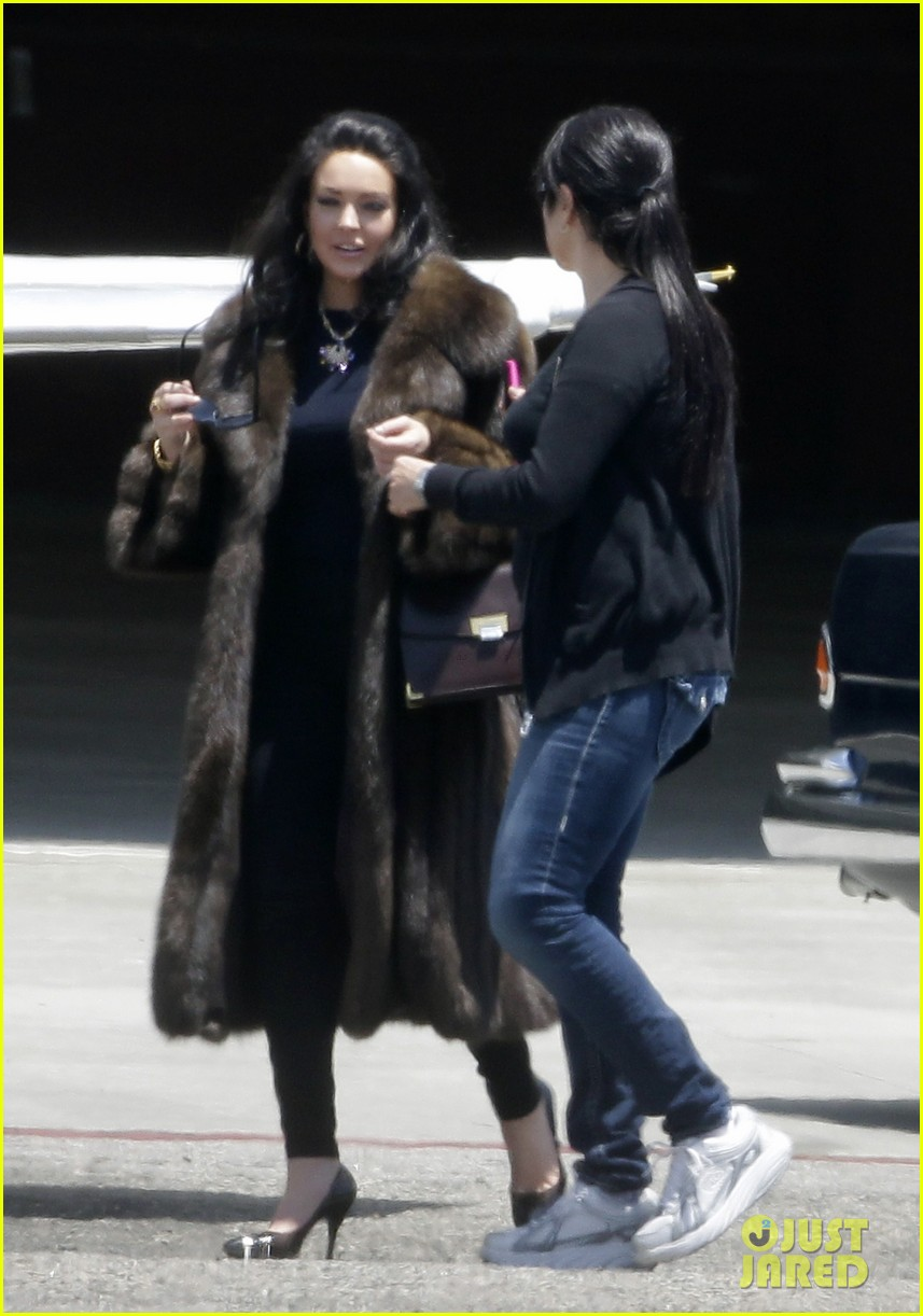 lindsay lohan fur on airplane 10