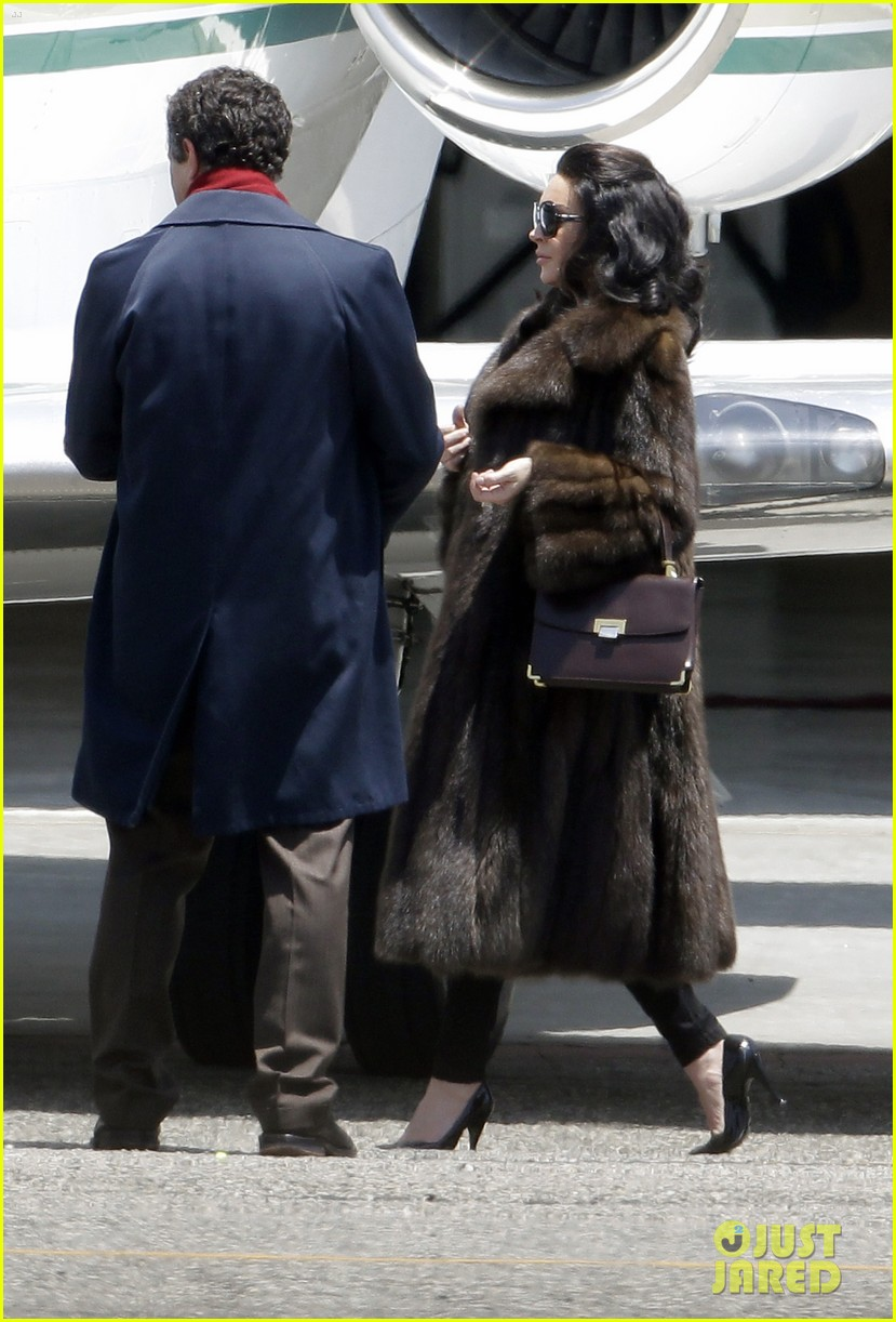 lindsay lohan fur on airplane 16