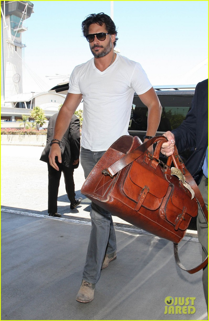 joe manganiello arriving at lax 04