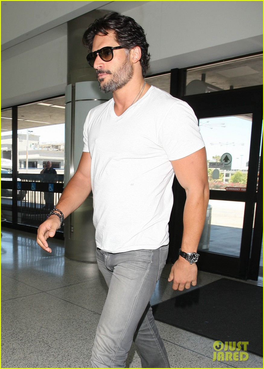 joe manganiello arriving at lax 07