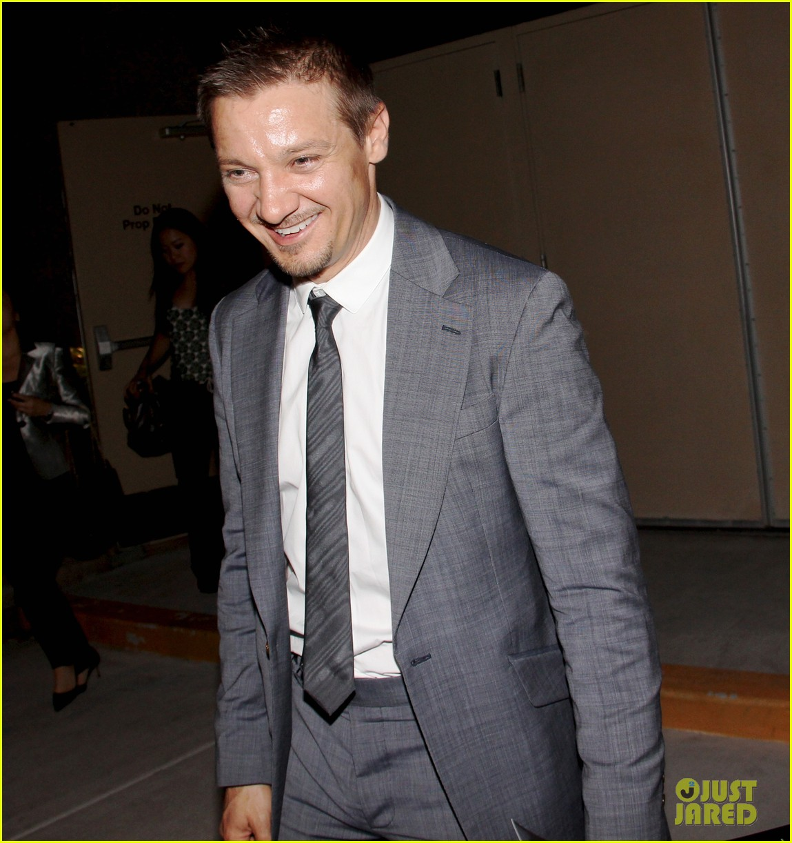 mark wahlberg jeremy renner leave mgm grand 02