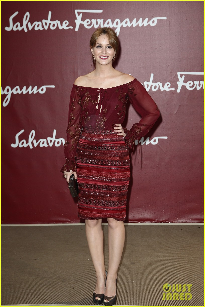 leighton meester freida pinto ferragamo photo call 01