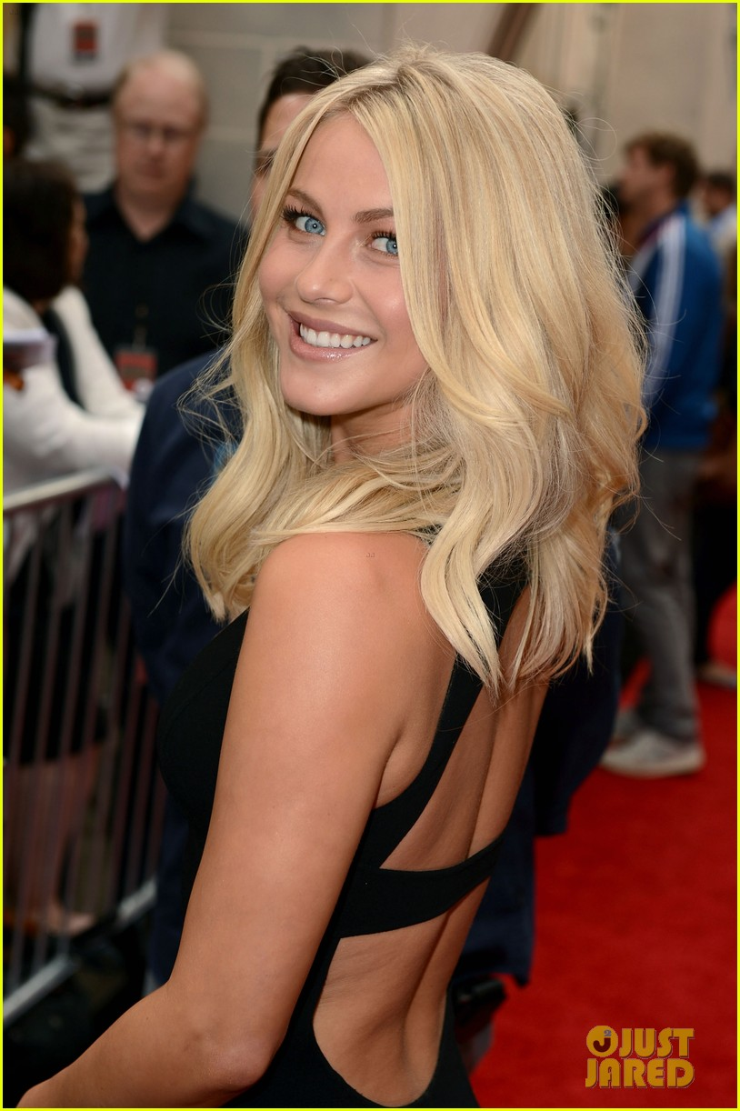 mila kunis guys choice awards 2012 julianne hough 04